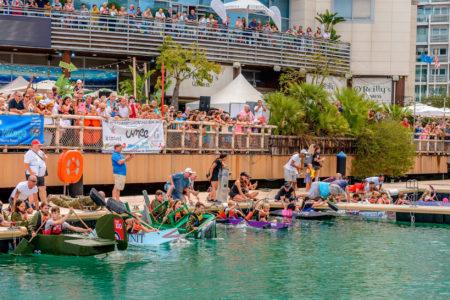 Carrera benéfica de barcos de cartón de Raob en el puerto de Ocean Village